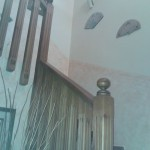 baranda de madera en escalera