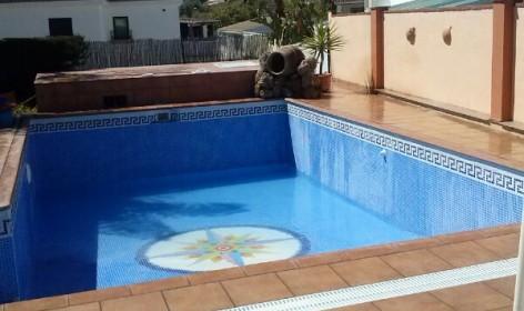 solado de terraza y filo de piscina